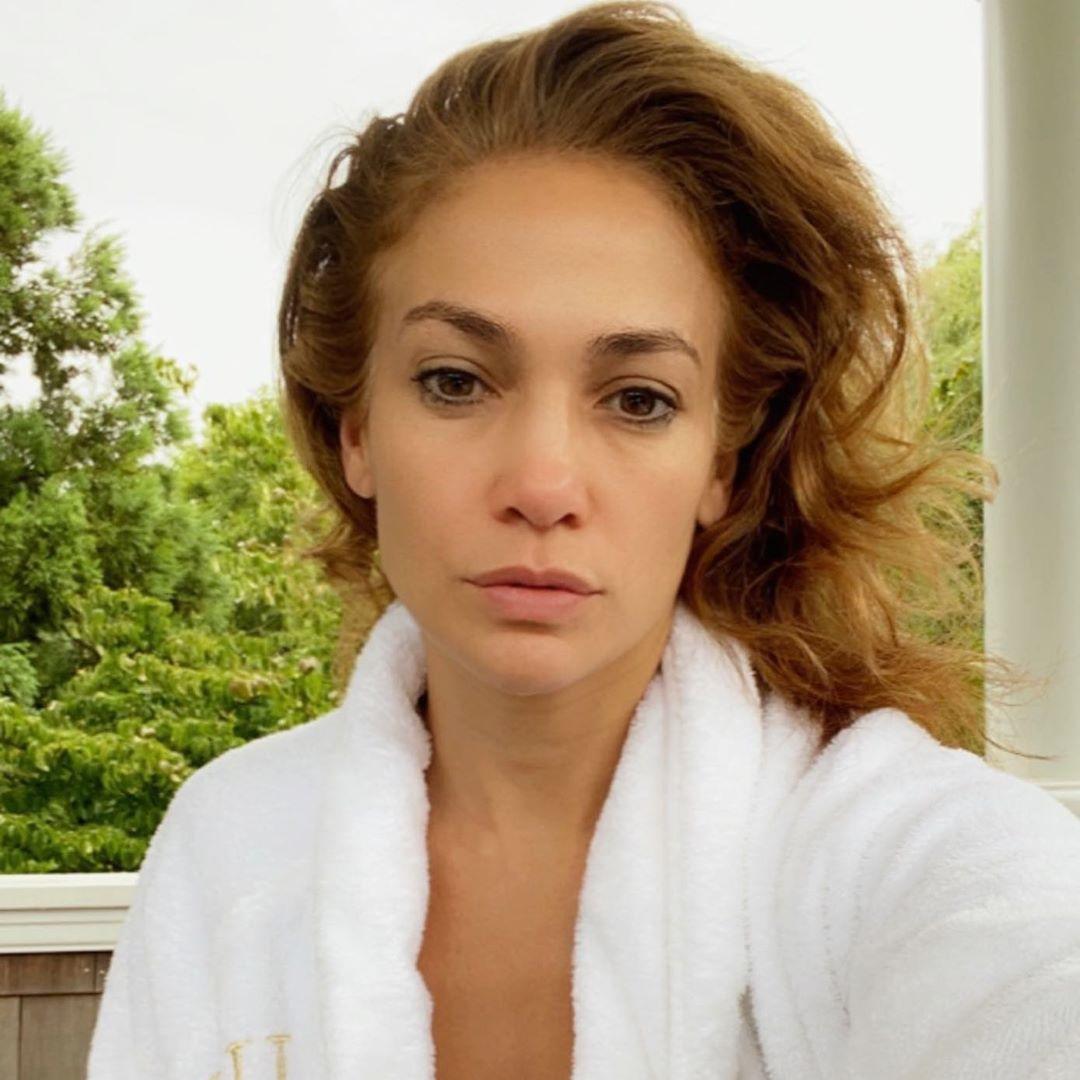51歳とは思えない!  ジェニファー・ロペス、美しすぎる「すっぴんセルフィー」をシェア(ハーパーズ バザー・オンライン) - Yahoo!ニュース