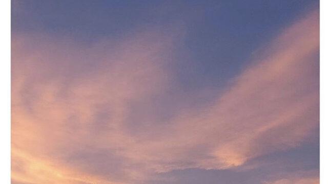 Cocomi「今日の空は美しいですね」 屋上で夕日をバックに美脚ショット : スポーツ報知
