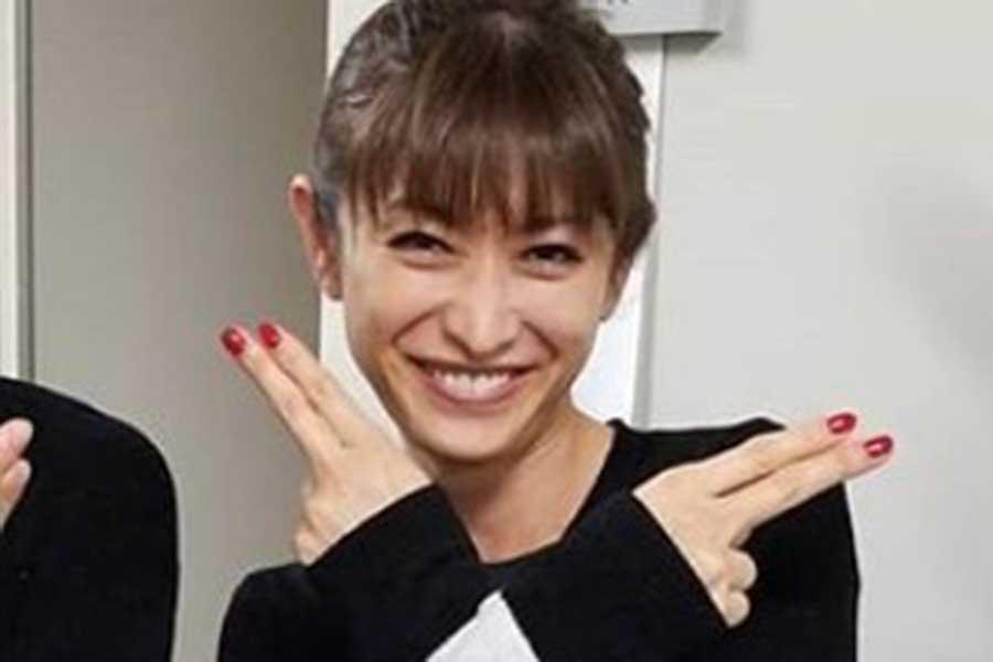 山田優、ミニ丈ロンパースから伸びる脚の長さに驚愕の声「脚、細!長!」 | ENCOUNT