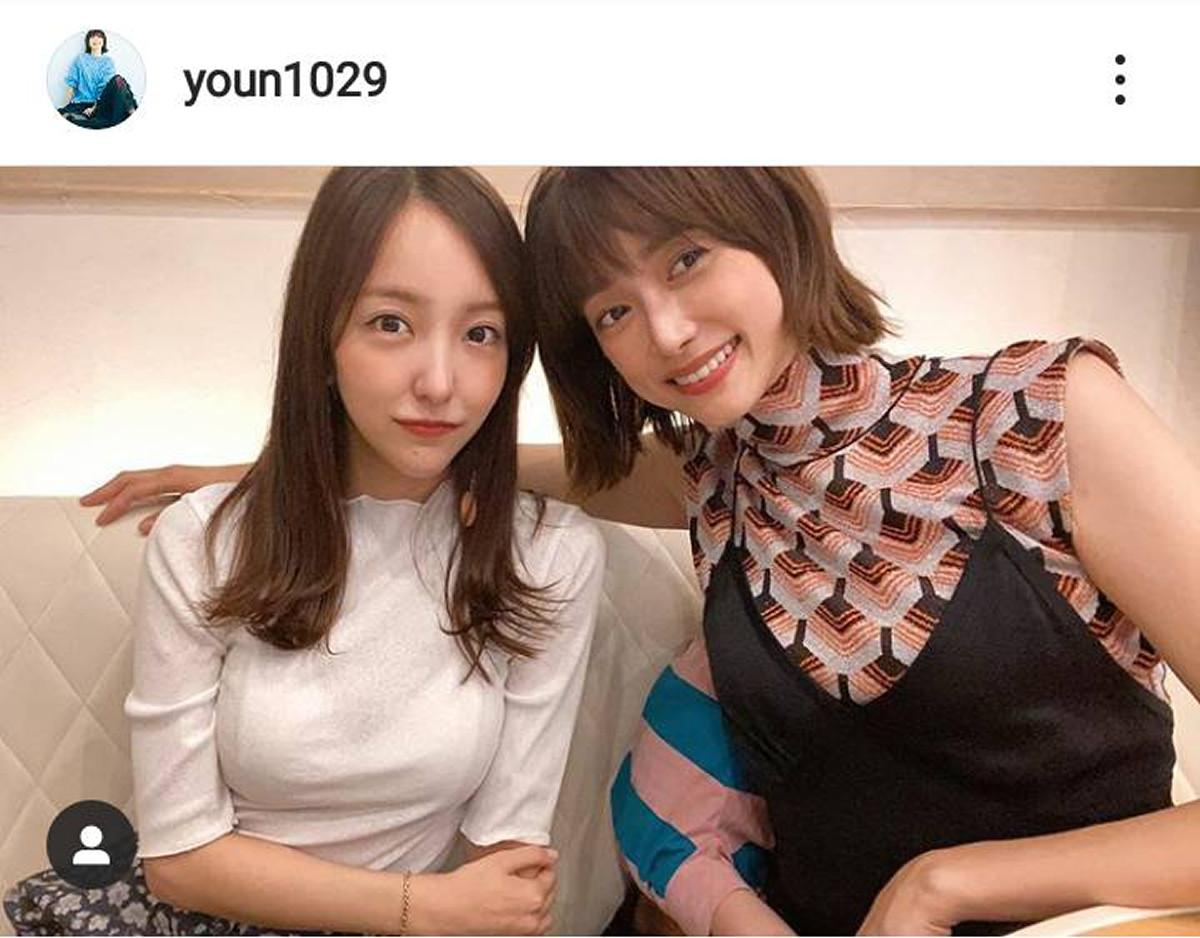 モデル・ヨンア、板野友美との2ショットが心霊写真だと話題に「手1本多くない?」 : スポーツ報知