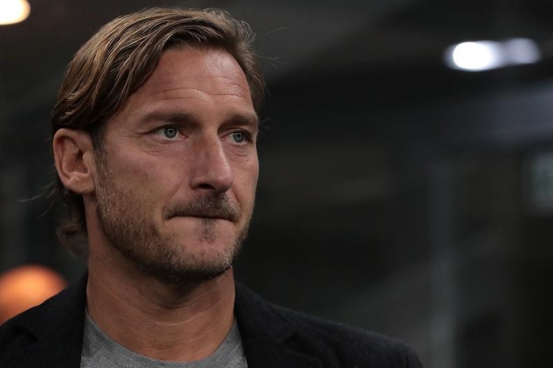 父親を亡くしたトッティ氏がインスタ更新「会うことも、話すこともできなかった…」 | サッカーキング