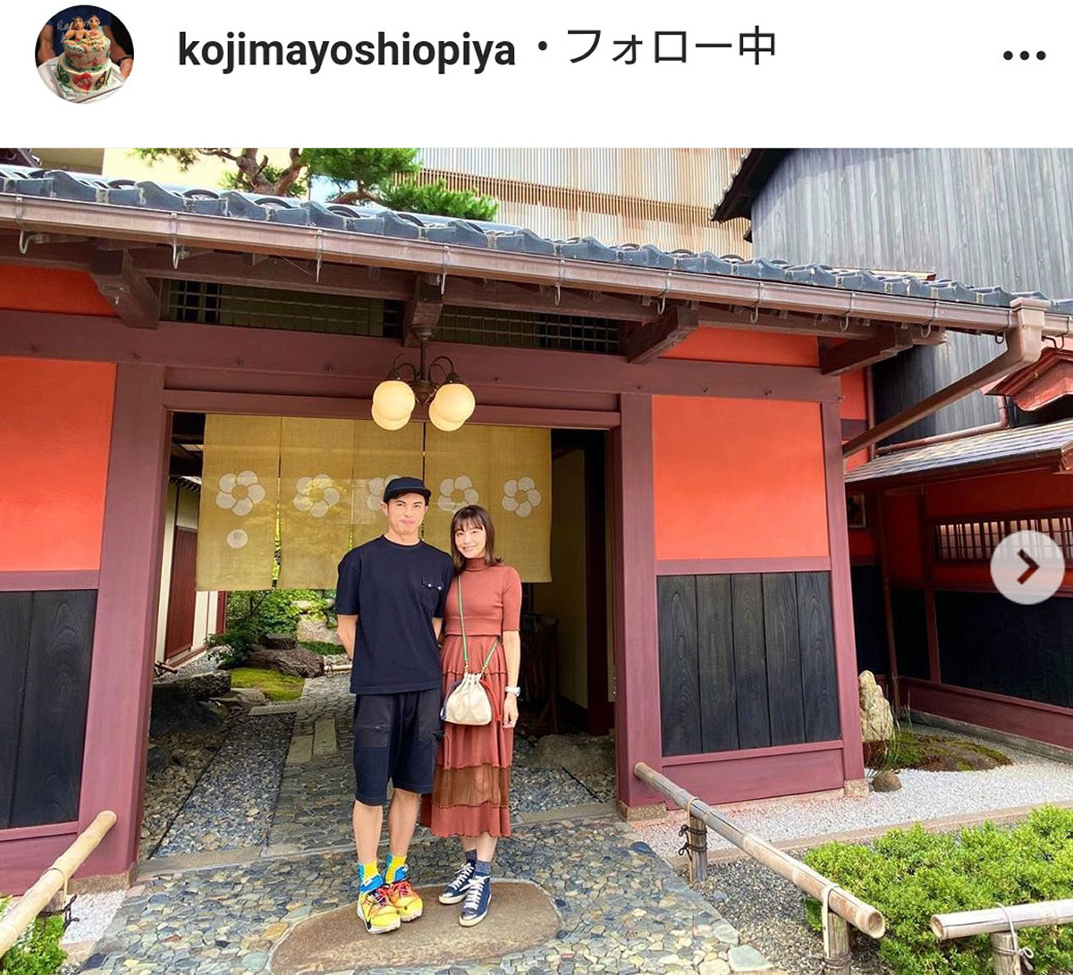 小島よしお、美人妻と温泉旅行の2ショット披露「奥さん可愛い」「素敵なご夫婦」 : スポーツ報知