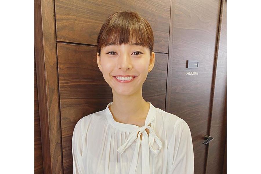 新木優子、デート風「私服」コーデ公開…抜群スタイルの