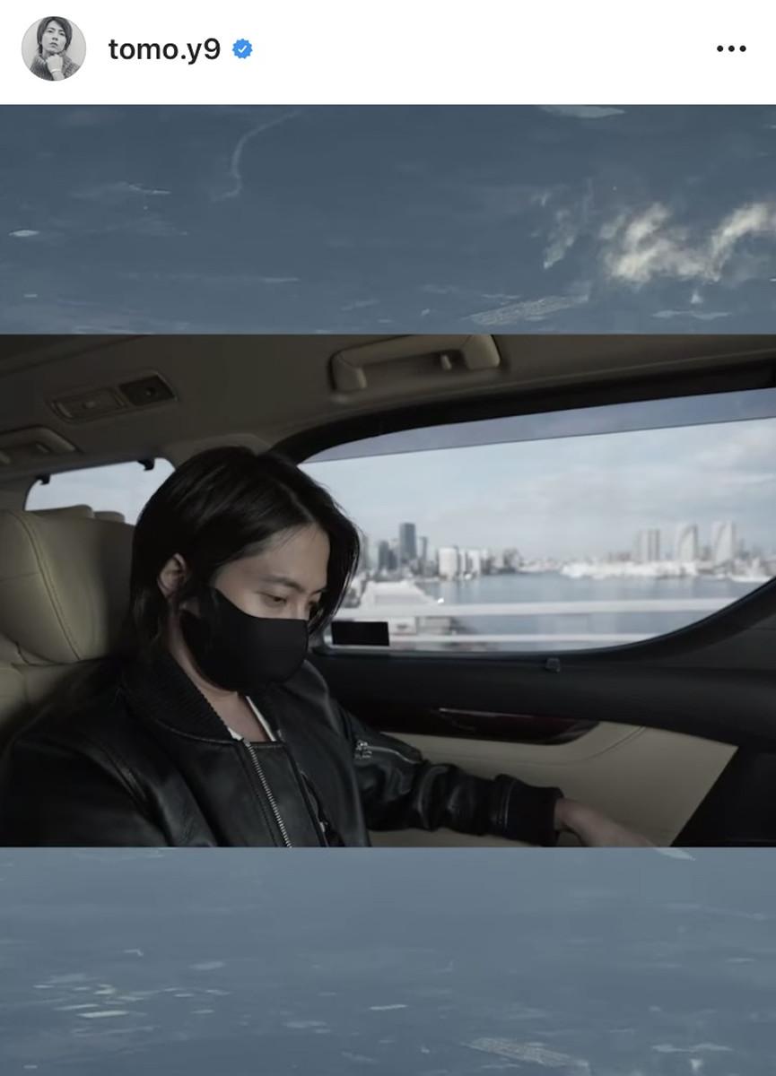 山下智久、旅立ちの動画公開「真っ直ぐ未来を見据える事しかできませんが…」 1時間で95万回再生超え : スポーツ報知