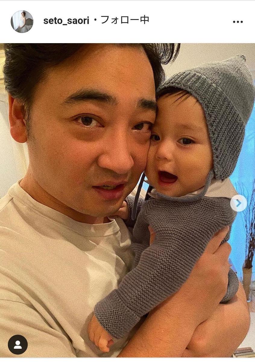 ジャンポケ斉藤の妻・瀬戸サオリ、2か月半早く生まれた長男が1歳の誕生日「お目目クリクリ」「ハーフみたい」 : スポーツ報知