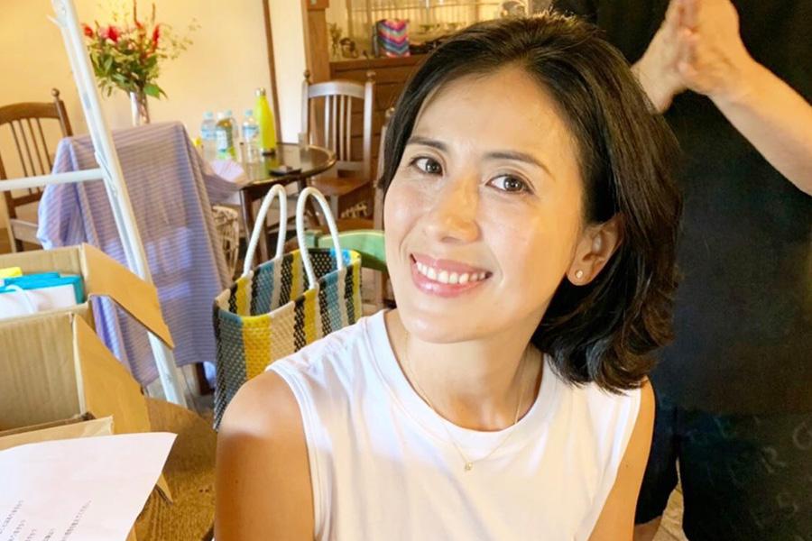 長谷川理恵、腹筋むき出しの美ショット公開「毎日かっこいい」と称賛   ENCOUNT