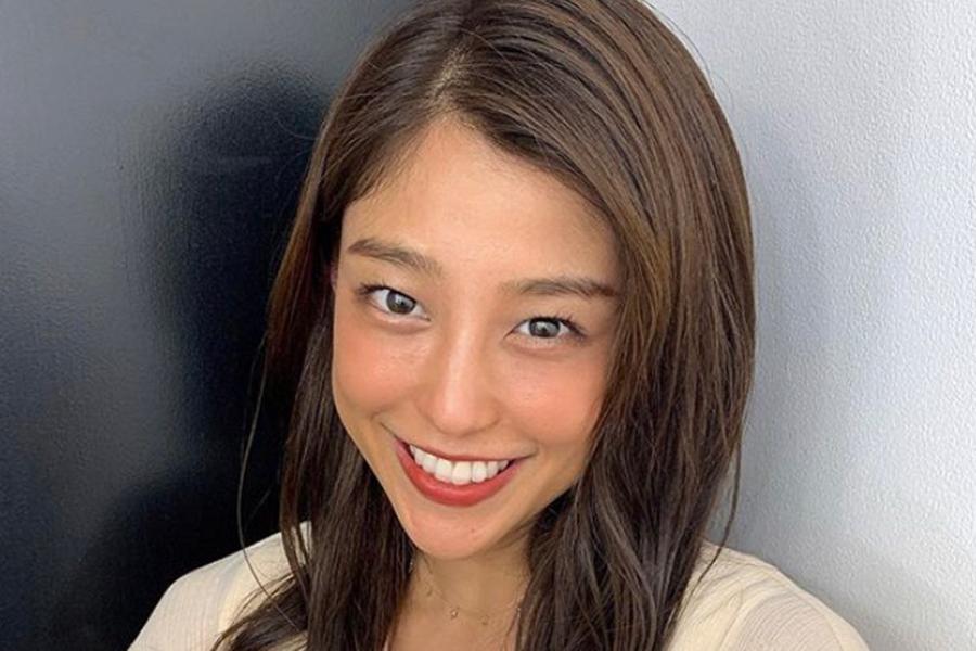 岡副麻希アナ、スカート姿で180度の大開脚 ファン驚き「なんじゃこりゃ」「柔らか!!」 | ENCOUNT