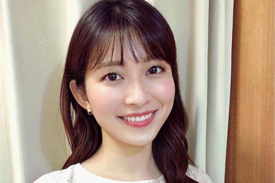 TBS山本里菜アナ、透け感のある純白ワンピースに熱視線「オシャレ綺麗」「小顔美人」 | ENCOUNT