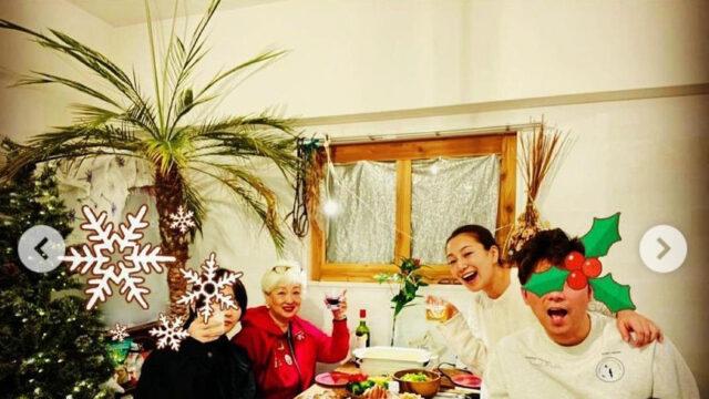 三船美佳、夫や子どもたちとクリスマスを祝う家族ショット公開「素敵すぎる」「娘ちゃん可愛い」 : スポーツ報知