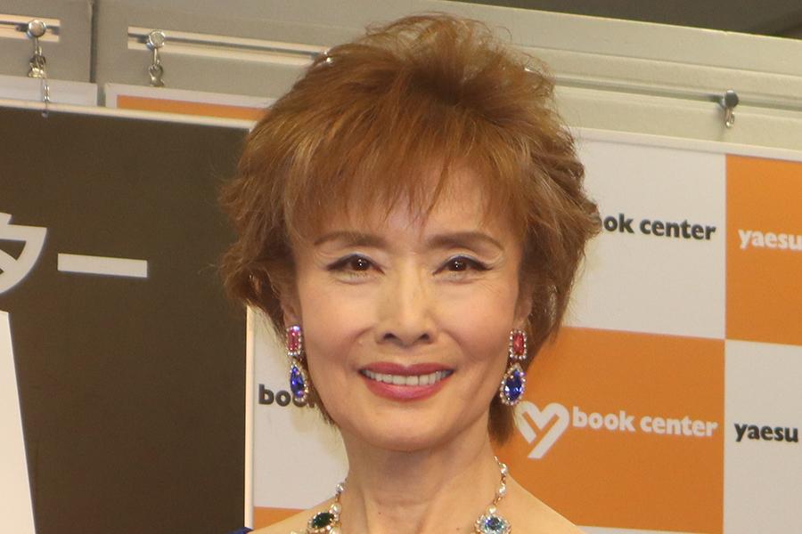 小柳ルミ子、30年前の大胆な白ドレスを着こなす「スタイル良くないと着れない」と驚愕 | ENCOUNT
