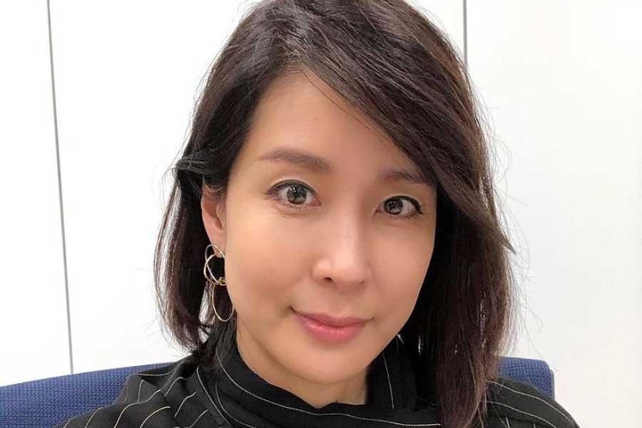 内田恭子、パンツの私服コーデを披露 青系統の色合いで引き立つ美しさが脚光 | ENCOUNT