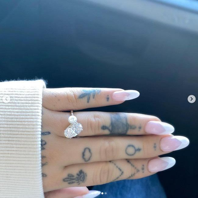 アリアナ・グランデが婚約指輪をインスタに投稿…これ以上ないラブラブ写真も! /海外スターバックナンバー/芸能/デイリースポーツ online