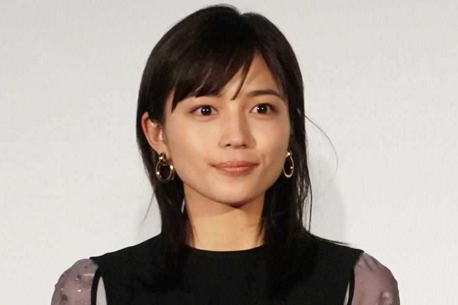 川口春奈、渋谷109やアメ横で美ポーズ披露 ファン驚き「脚長ーい」「いつ撮影した?   ENCOUNT
