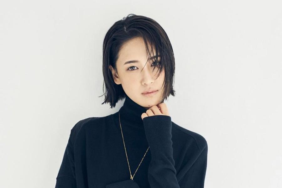 藤井夏恋、幼少期のポージング写真を公開「既にモデルの才能が発揮されてる」と話題   ENCOUNT