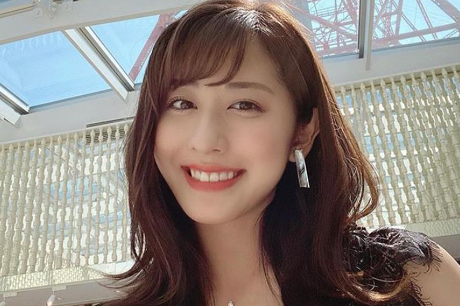 テレ朝・斎藤ちはるアナ、流行のニットベスト姿公開「柔らかい笑顔がとてもcute!!」   ENCOUNT