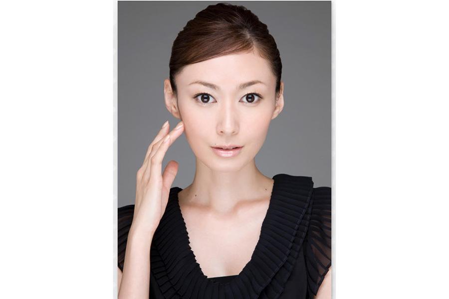 田丸麻紀、上品なピンクのコート姿公開が「可愛らしい!春が訪れたよう」と話題に | ENCOUNT