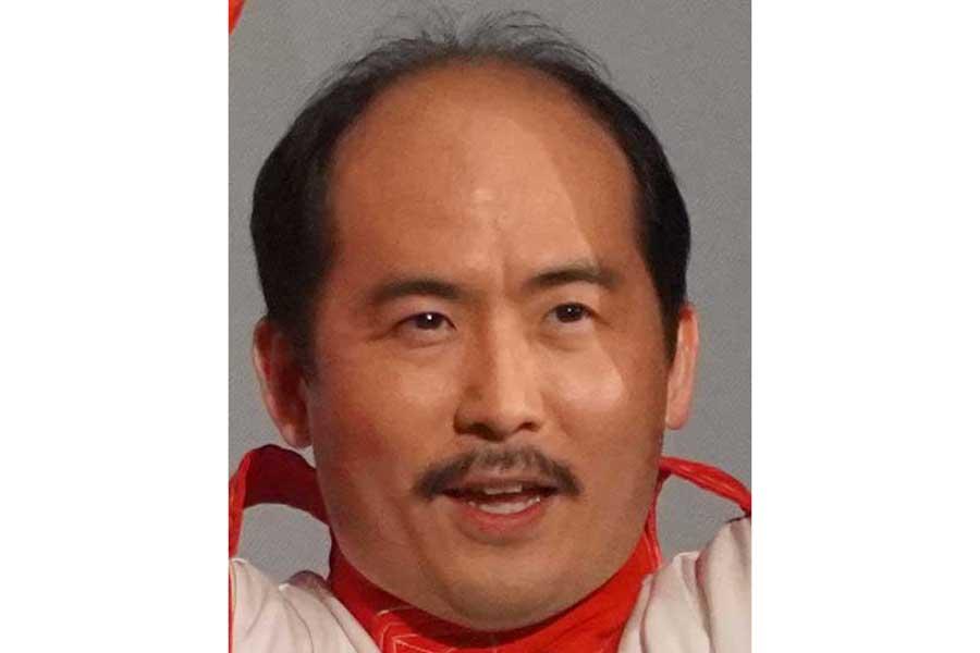 トレエン斎藤、大胆なイメチェン写真公開 まさかの青髪に「すごい勇気」「攻めましたね」   ENCOUNT