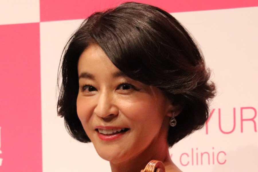 高嶋ちさ子、3種類の全身コーデ公開 「何着ても素敵ですね」と話題に   ENCOUNT