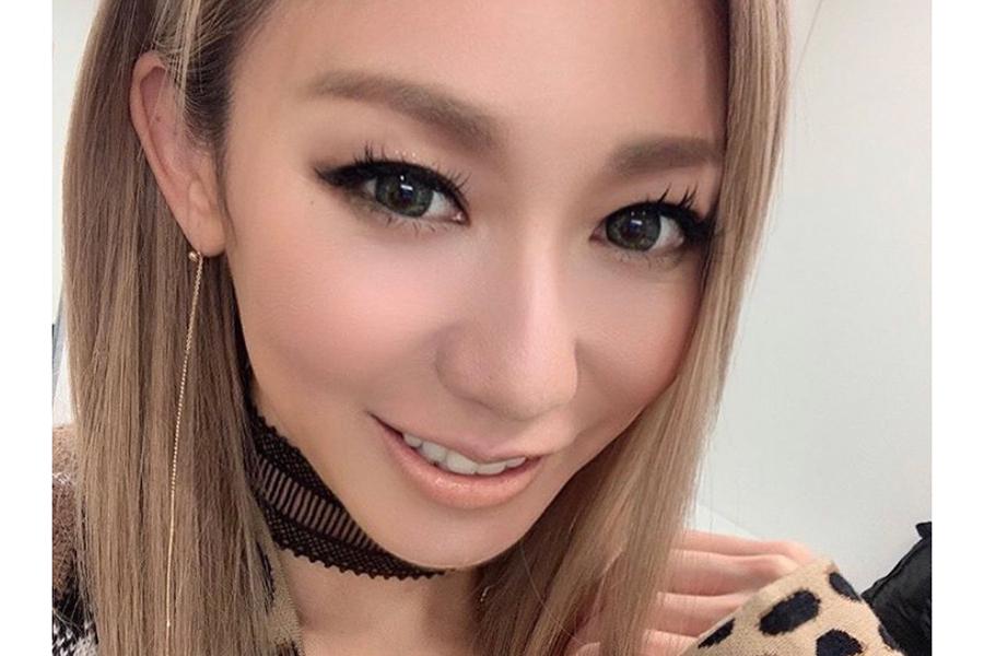 倖田來未、外ハネのショートボブヘア披露 青色の毛先に「こんな綺麗な色にしたい」   ENCOUNT