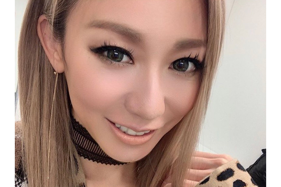 倖田來未、白黒ファッションで牛ポーズ披露にファン喝采「可愛いと面白いが大爆発」   ENCOUNT