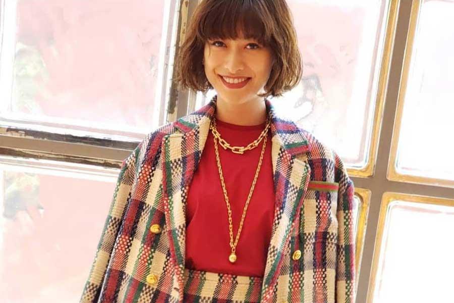 山田優、ロエベのトトロバッグを手にポンチョコーデを披露「ジブリの雰囲気」と反響 | ENCOUNT