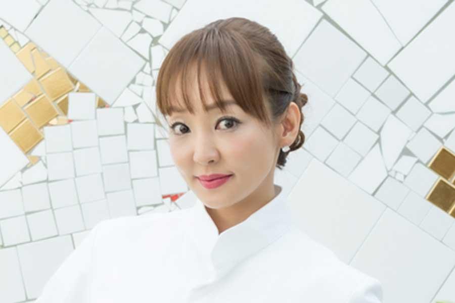 神田うの、娘が作ったスポンジケーキ「お店に売っていそうな素敵なデコレーション」と驚き | ENCOUNT