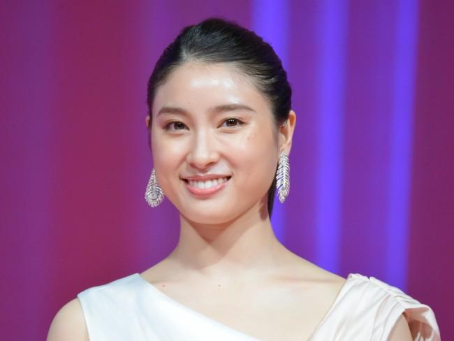 土屋太鳳、超絶エビ反りジャンプ! かっこよすぎる26歳誕生日のインスタに反響(クランクイン!) - Yahoo!ニュース