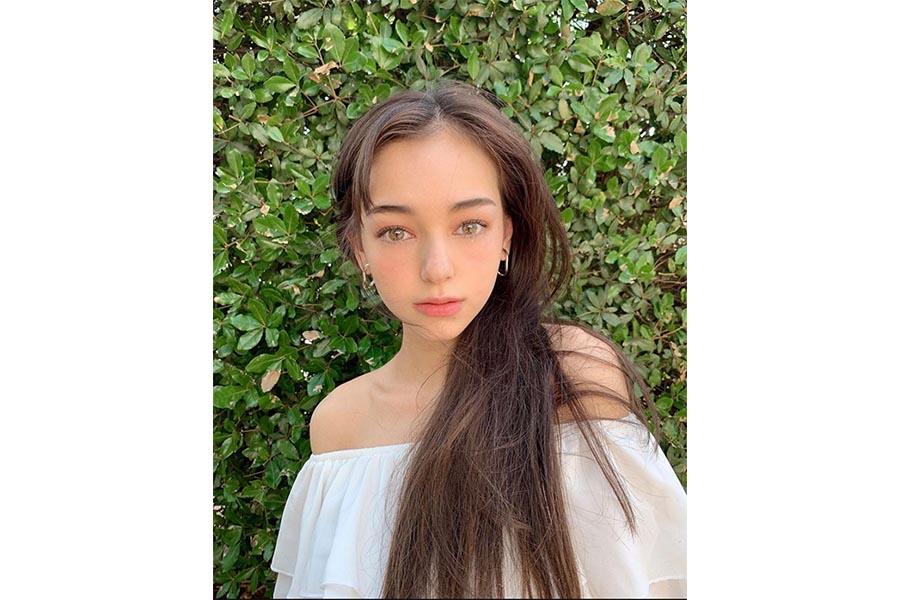 18歳モデルの世良マリカ、「ばっさり」の新たなヘアスタイル「短くなったね」「綺麗過ぎ」   ENCOUNT