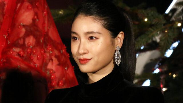 土屋太鳳、夕日をバックにした笑顔の1枚が「彼女感半端ない」 砂浜でのオフS公開 | ENCOUNT