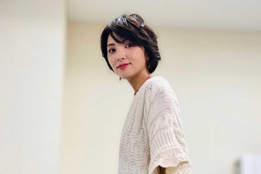 田中麗奈、魅力引き立つ横顔にファン感嘆「もぅ!可愛い」 ヘアバンドがアクセント | ENCOUNT