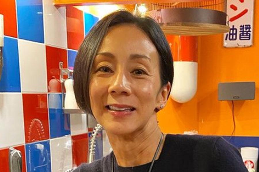 中村江里子、23年前のカーディガンとユニクロのコーデ披露「美しいです」「素敵」反響   ENCOUNT